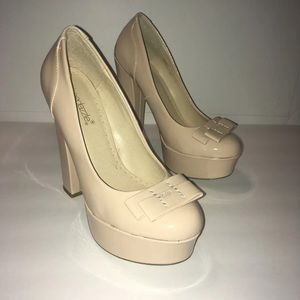 Nude heels with bows
